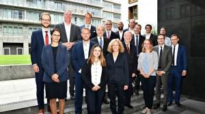 """Teilnehmer der ersten Sitzung am 1. August 2019: Steuerungsgruppe für Erarbeitung der """"Normungs-Roadmap"""" zur Künstlichen Intelligenz gegründet"""