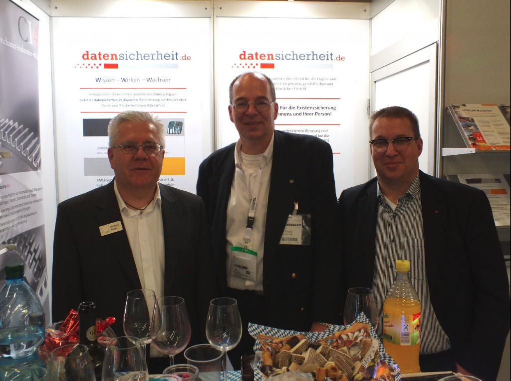 Cluster-Akteure am ds-Messestand (v.l.n.r.): CI4-Sprecher Michael Taube mit CI4-Gründungspartnern Dirk Pinnow und Carsten Pinnow